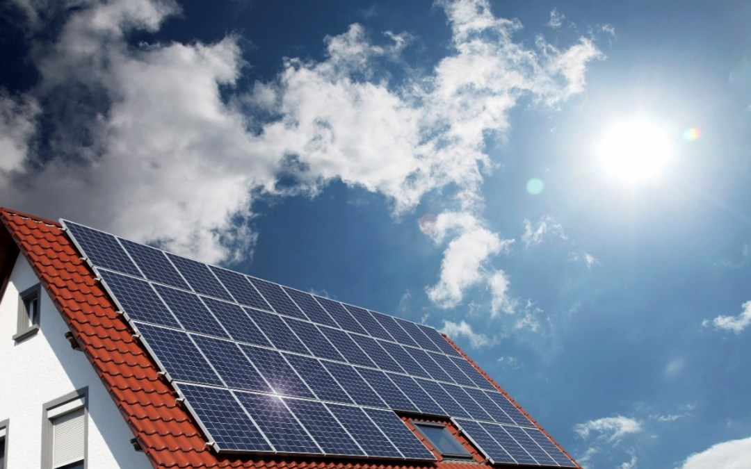 Consumer advocacy group says solar battery electricity can be cheaper than grid power